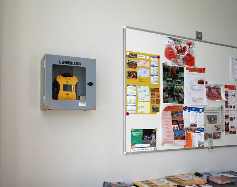 thumbnail-TC De Koddaert plaatst defibrilator!